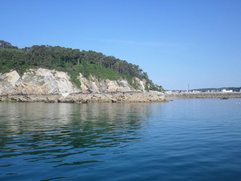 Entrée falaise port morgat