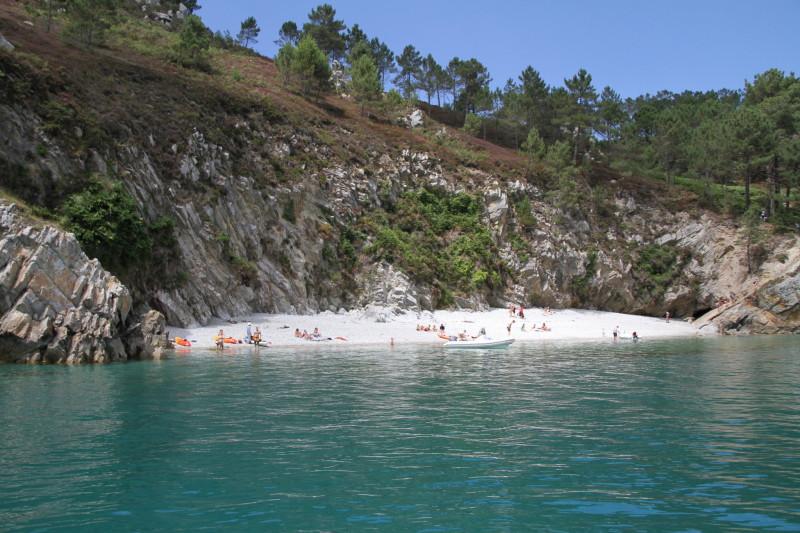 Plage île vierge eau turquoise soleil