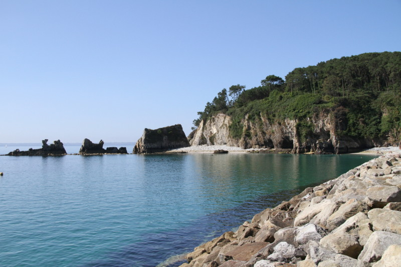 Digue rochers port Morgat